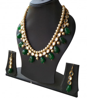 Kundan Necklece Set With Earrings Triangle Green