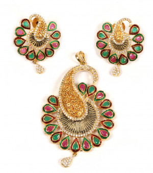 AD Desinger Pendant with Earrings Mayur Multy Color